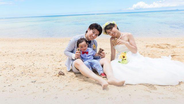 子供と一緒に!家族とビーチで結婚写真♡特集