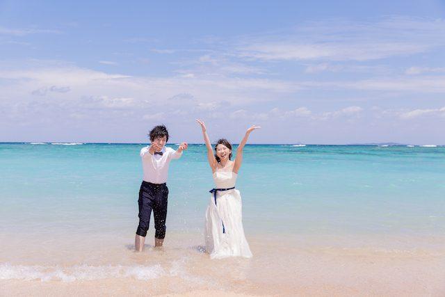 《8月》海の中に入って撮影!!絶対楽しいフォトウェディング♡