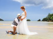 《8月》ウユニ湖風なショットも可能!中城村のビーチでフォトウェディングを♪
