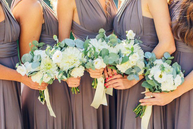 お揃いコーデでより華やかな結婚式に♡リゾートウェディングならではのブライズメイドはいかが?