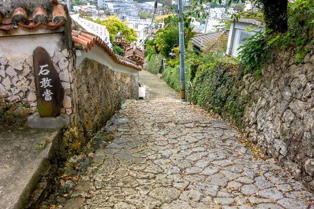 沖縄の原風景を伝えるフォトスポット「金城町石畳通」