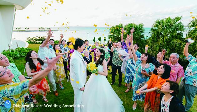沖縄ウェディングは、かりゆしウェアに決まり! 服装で雰囲気を楽しもう!