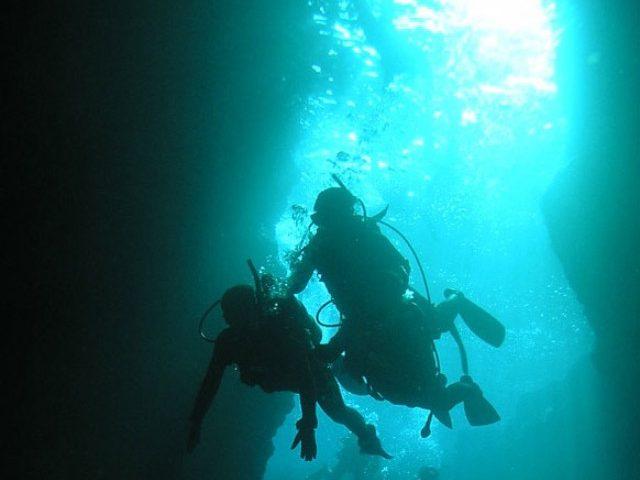 沖縄の海の定番「青の洞窟」について!