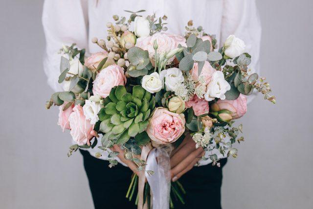 ガーデンウエディングの装花選び*花の種類や飾り方のポイント6選