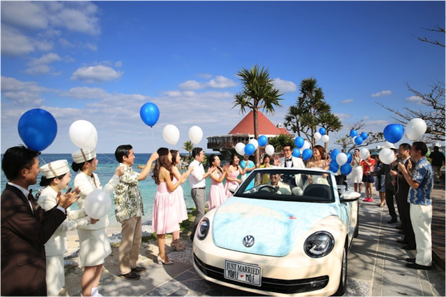 【沖縄ウェディング情報】沖縄には、ビーチパレードのスペシャルセレモニーがあるって知ってた?
