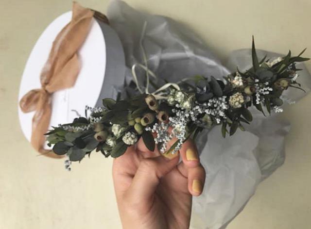 披露宴で可愛い♡もっと華やかさをアップできる花かんむりはいかが?