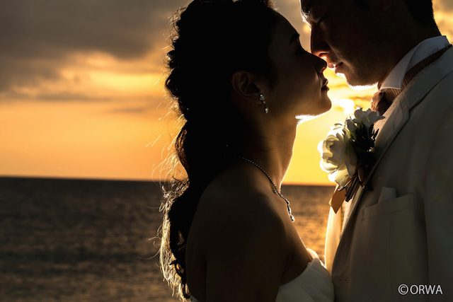 最高に美しい夕日を!サンセットフォトウェディングの魅力とプランをご紹介!