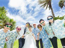 沖縄の「かりゆしウェア」 ってどんな服?歴史や特徴、結婚式での着こなし方を紹介