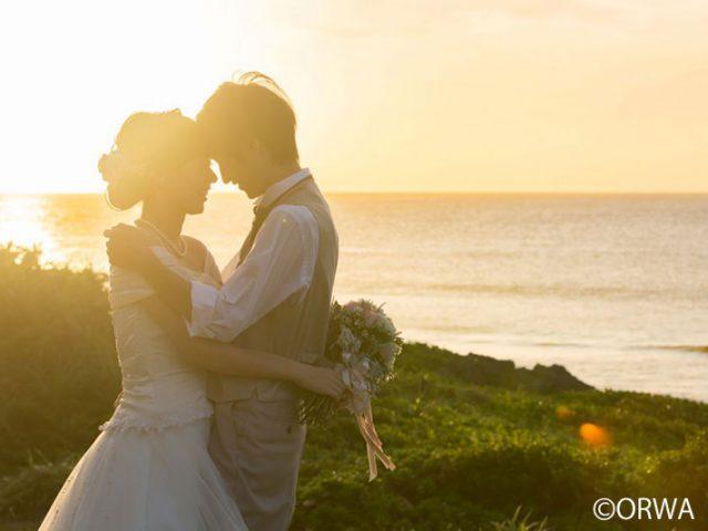 おすすめのサンセットフォト*沖縄の夕日をバックに憧れの写真を