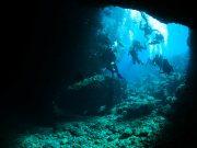 沖縄結婚式の後はマリンアクティビティ!青の洞窟体験の魅力とは?