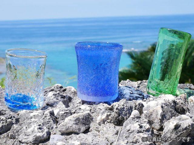 引き出物に青い風の琉球グラスを*グラスに閉じ込めた風景を贈る